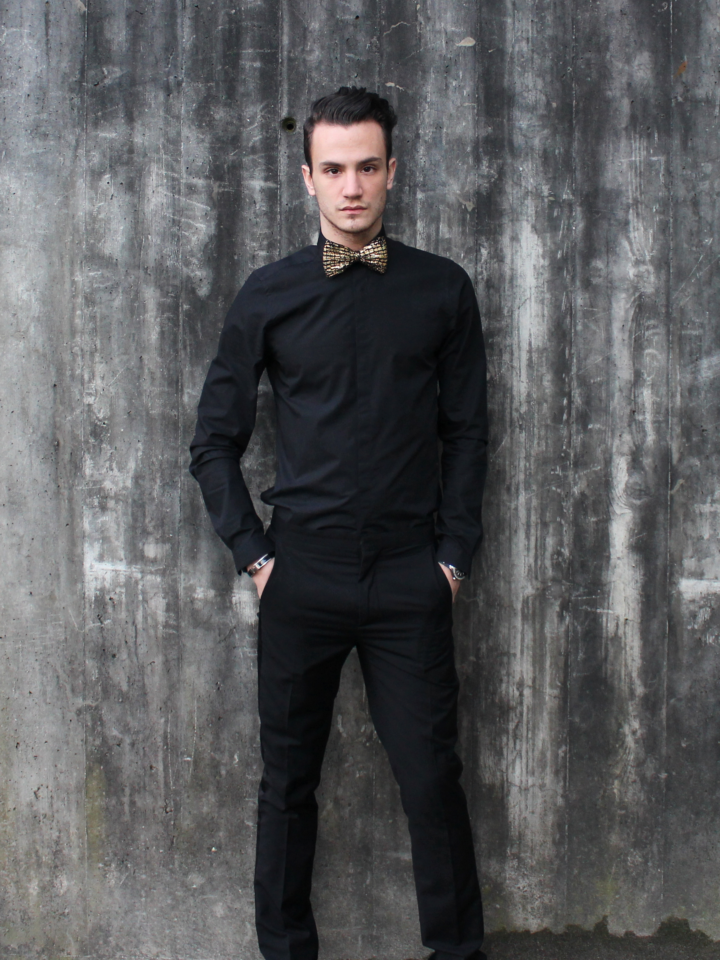 G o l d t o u ch infashionity for Black suit with black shirt and tie