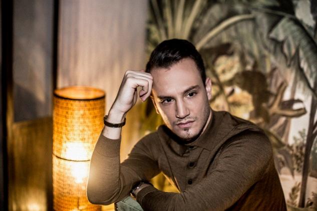 infashionity swiss men's fashion blog check suit hm holiday campaign henri balit le melrose portrait