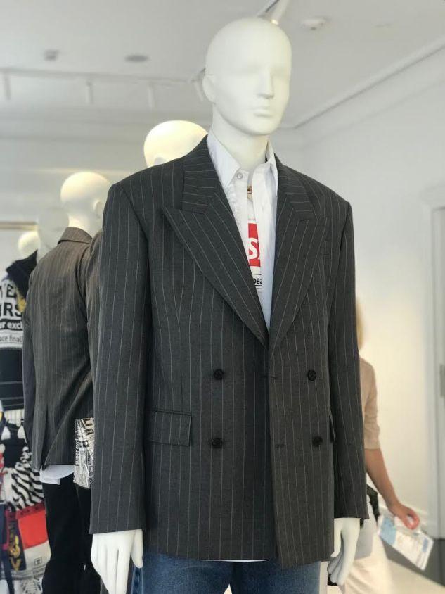 versace pinstripe jacket t shirt logo menswear ss19