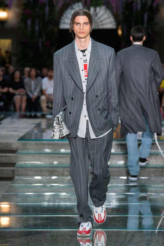versace ss19 suit chain reaction sneakers layering menwear